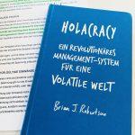 Holacracy - Ein revolutionäres Management-System für eine volatile Welt by Brian J Robertson